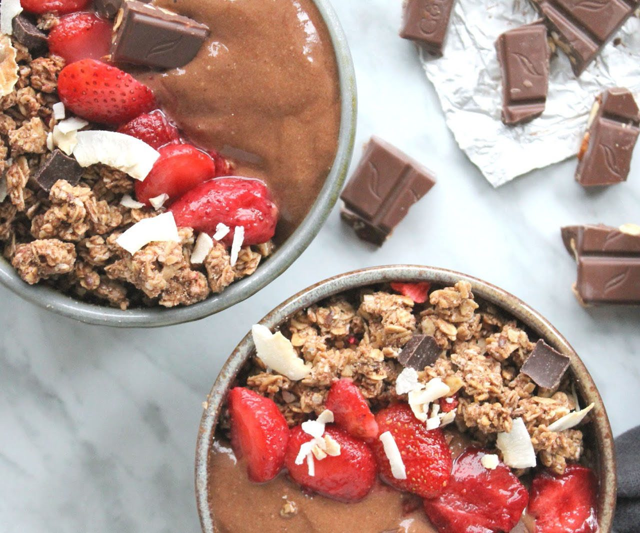 Chocolate Dream Smoothie Bowl – Only 3 ingredients!