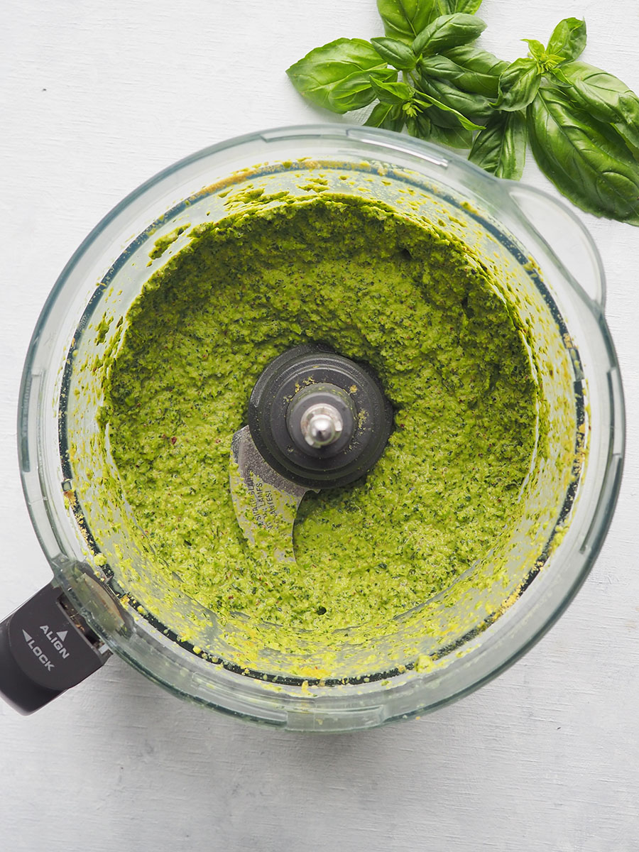 Pea pesto in food processor